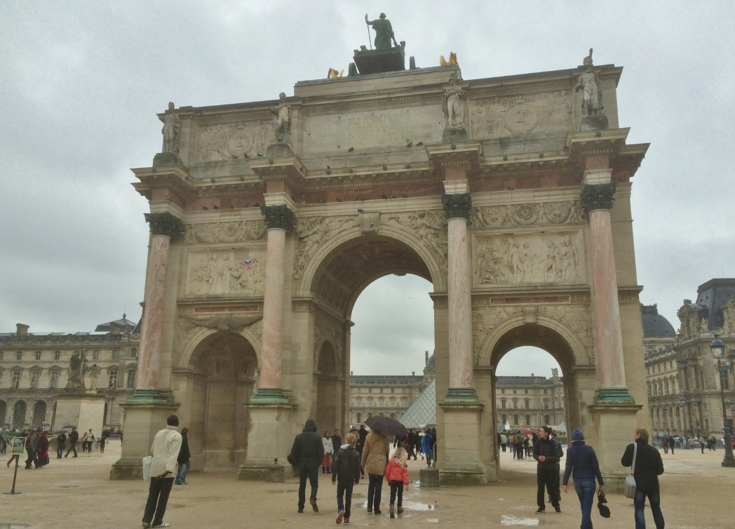 Арка у Лувра