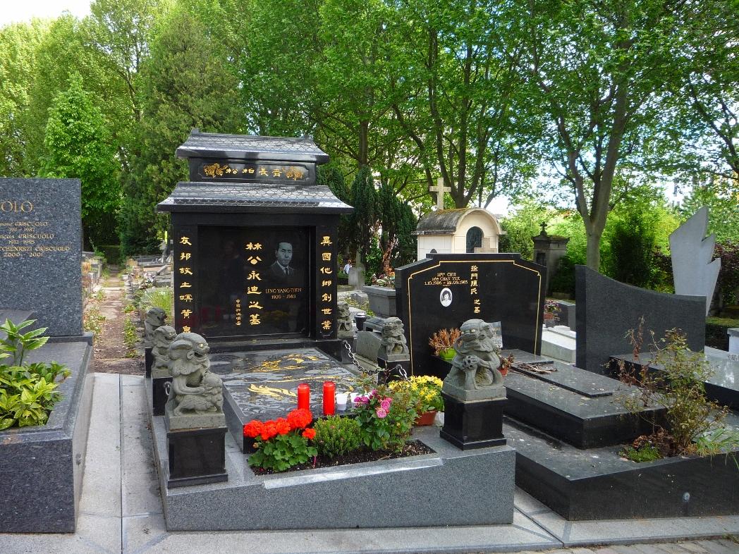 Восточная могила