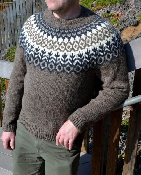 на такой яркий свитер, но,