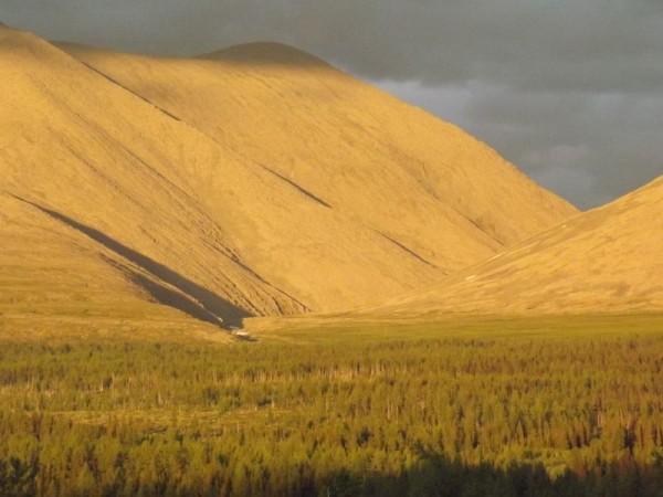 Долина реки Санавож на закате и гора Санаиз