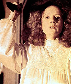 zzz Carrie Margaret White with knife Piper Laurie 13883695_gal