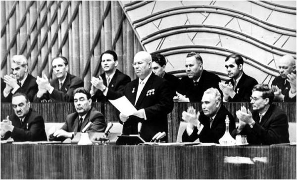 1956 год. XX съезд КПСС. Первый послесталинский съезд. Выступает Никита Хрущев, слева от него - Леонид  Брежнев