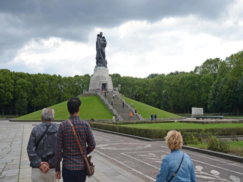 """Монумент """"Воин-освободитель"""" в Трептов-парке"""