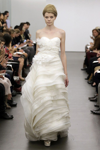 vera-wang-wedding-dress-fall-2013-bridal-11__full