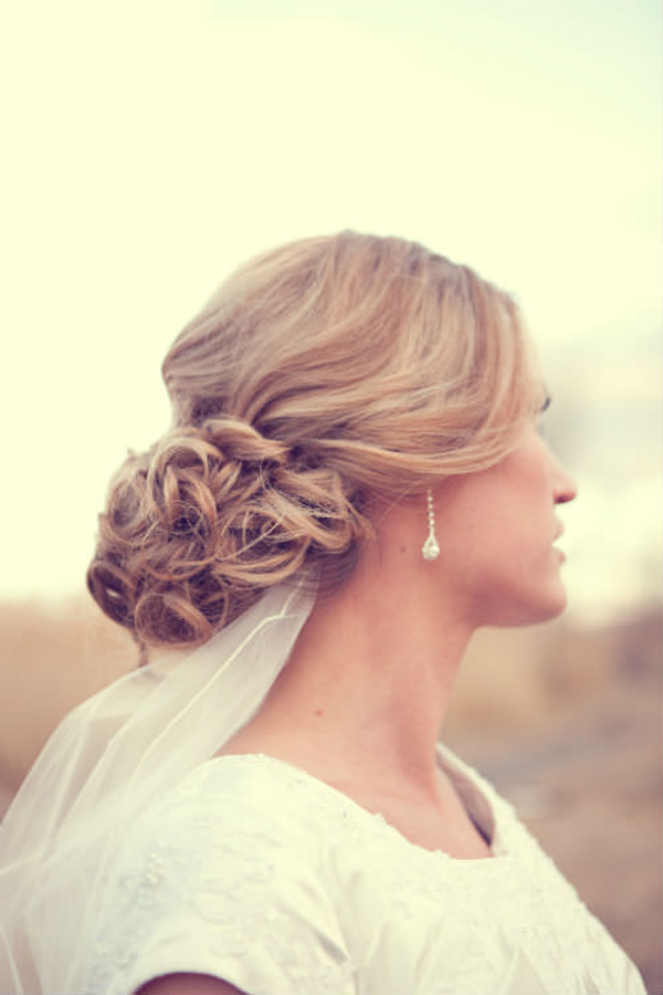 blonde-soft-curly-updo_mini