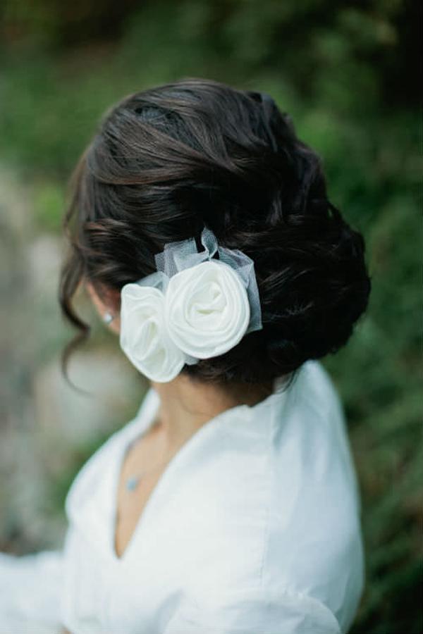 flowers-in-brunette-hair_mini