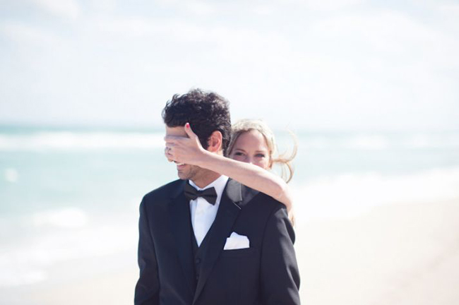 wedding-traditions-hitch-or-ditch-first-look__full