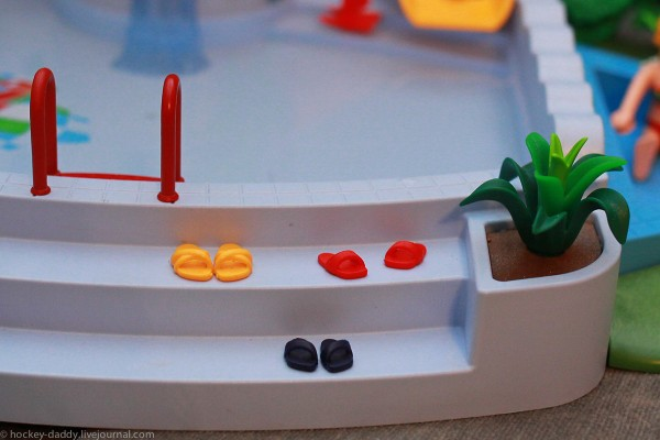 playmobil тапки у бассейна