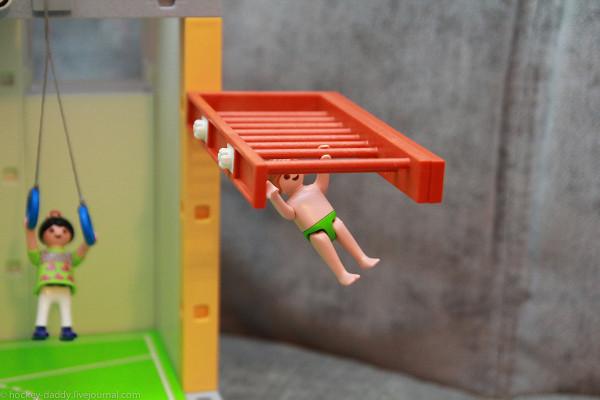 playmobil мальчик на рукоходе