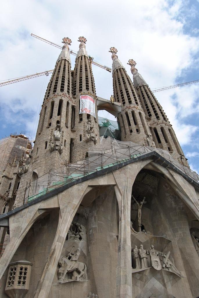 Sagrada Familia (Antonio Gaudi) строится с 1882 года