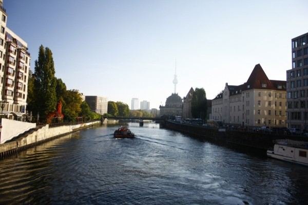 Река Шпрее утром-Берлин