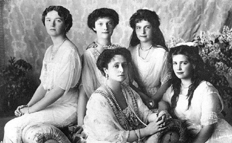 Семья Романовых фото игрушек венценосцев