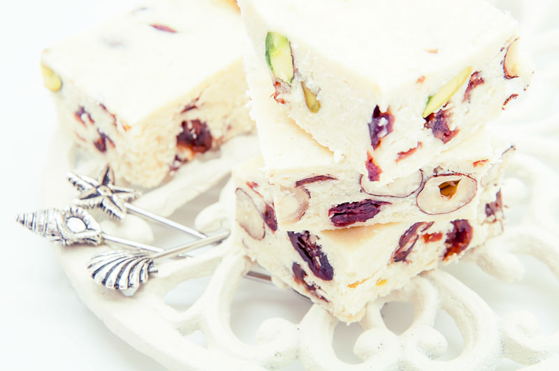 White-chocolate-bar-with-nuts-and-cranberry_