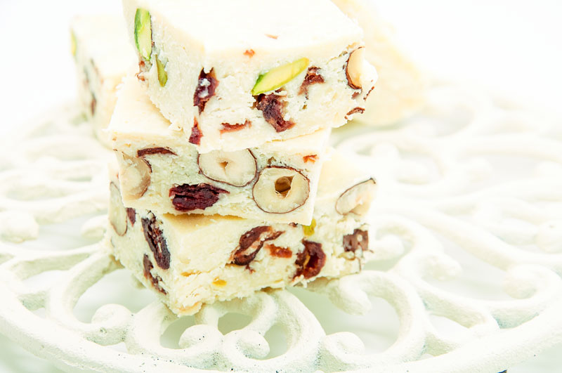 White-chocolate-bar-with-nuts-and-cranberry