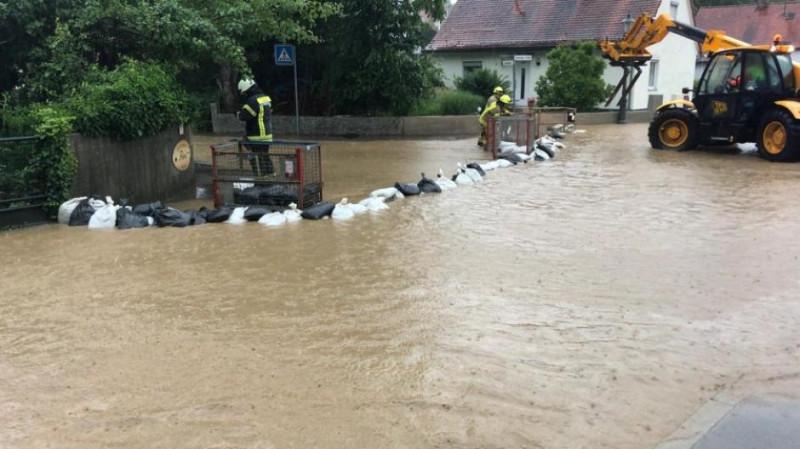 AIN-Unwetter-Regen-Starkregen-Gewitter-UEberflutung-UEberschwemmung-UEberschwemmungen-UEberflutungen-ueberflutet-ueberschwemmt-Feuerwehreinsatz-Feuerwehr