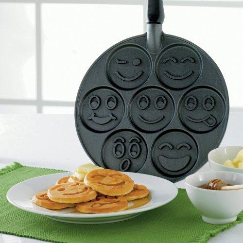 Smiley-Face-Pancake-Pan (1)