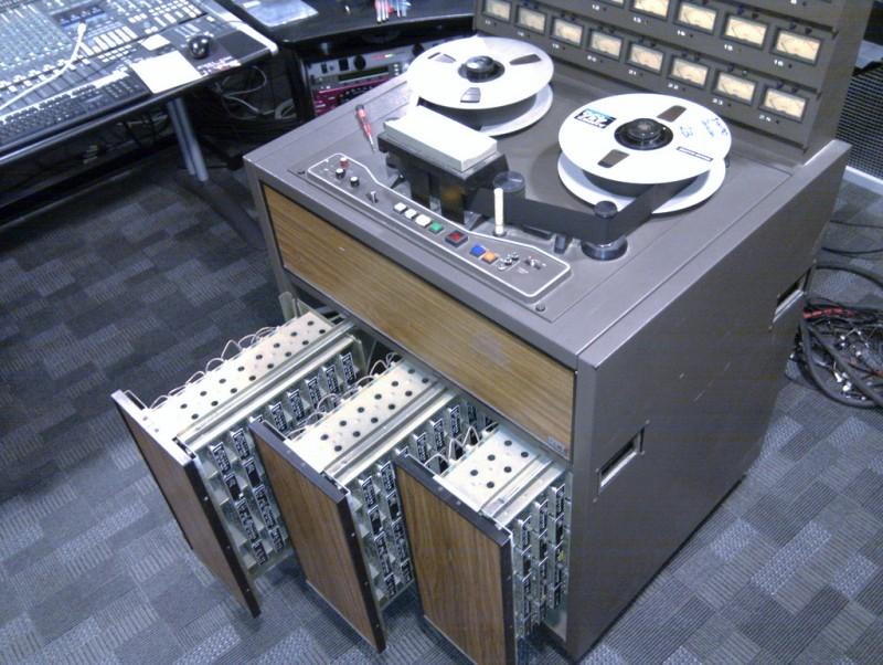 Запись аналогового сигнала на мастер-ленту;