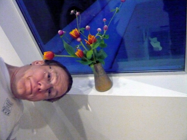 Knut returning from China and his welcome home flower arrangement by Honoria September 2011