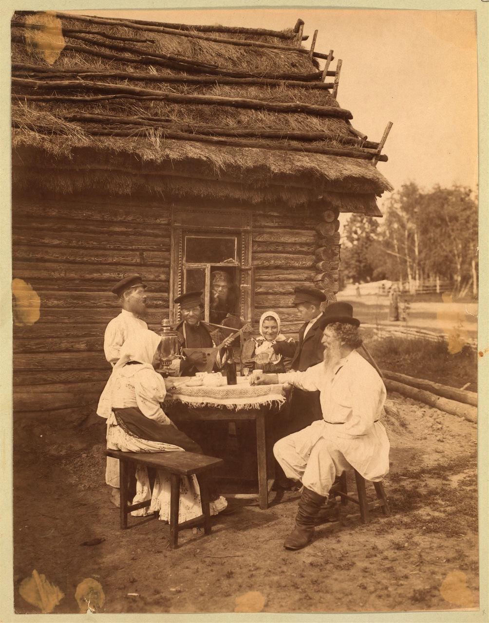Группа крестьян за столом. 1875.jpg