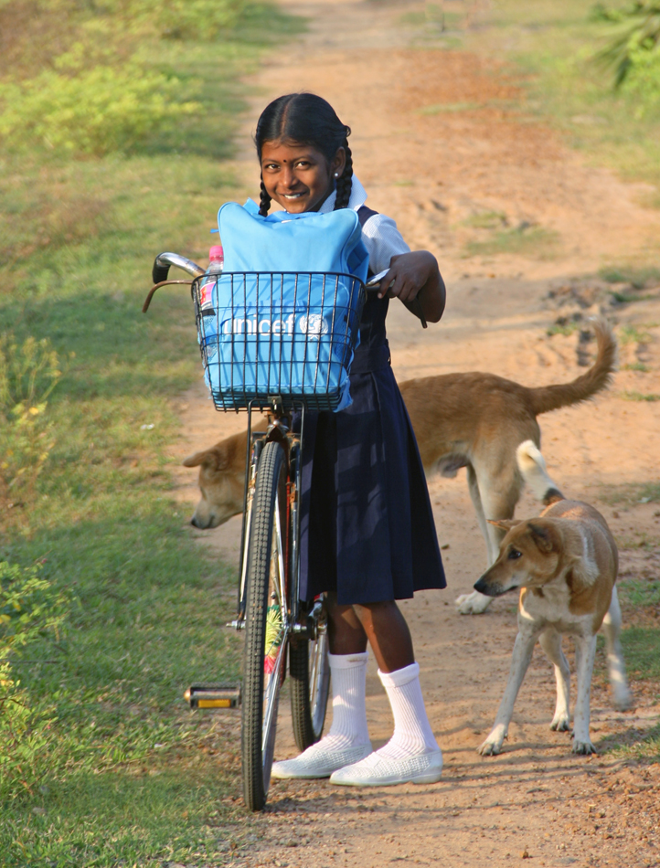 девочка на велосипеде Муллайтиву мал