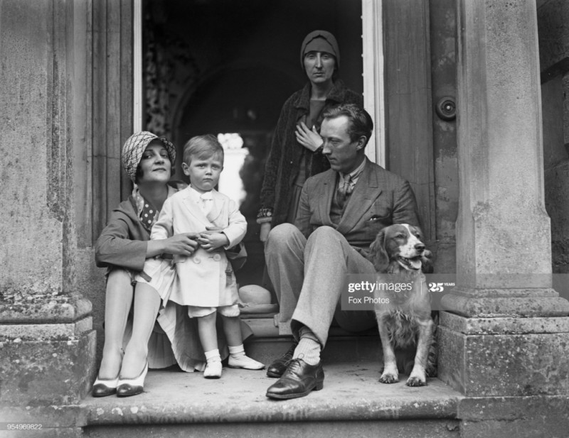 Sacheverell Sitwell, with his wife Georgia Doble, their son Reresby, and his sister Edith Sitwell, 1929. (Photo by Fox PhotosHulton ArchiveGetty Images)