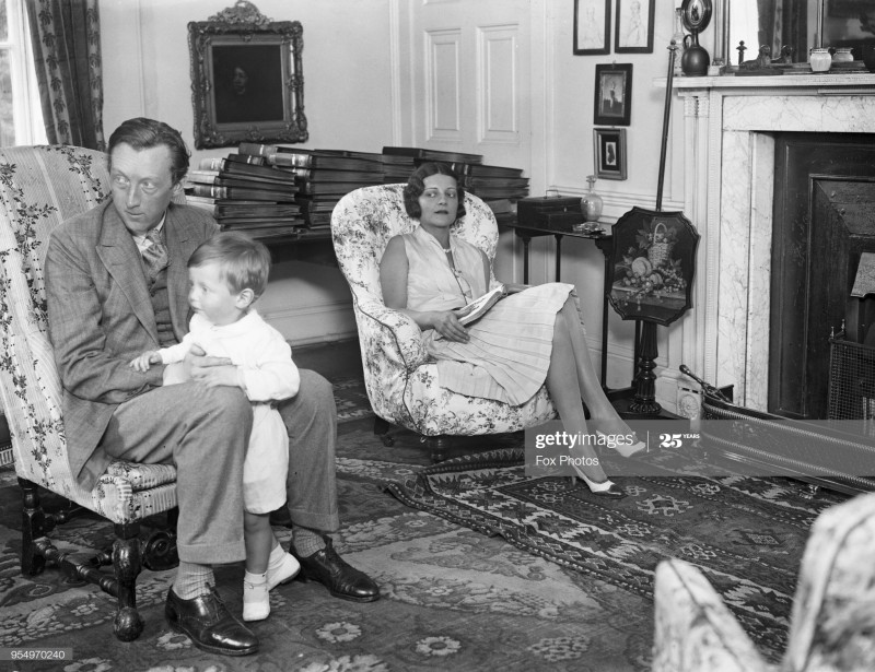 Sacheverell Sitwell, with his wife Georgia Doble and their son Reresby, 1929. (Photo by Fox PhotosHulton ArchiveGetty Images)