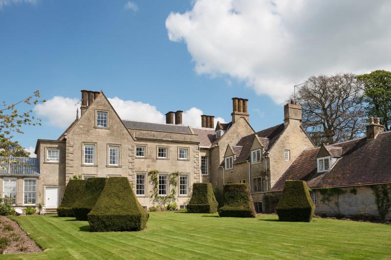 Weston Hall, Northamptonshire. Семейный дом сэра Сачеверелла (6th Bt.), его младшего сына Фрэнсиса, внуков Джорджа и Уильяма.