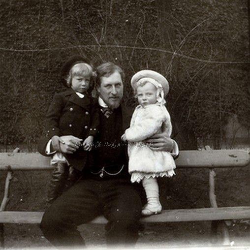 С отцом и старшим братом Леопольдом