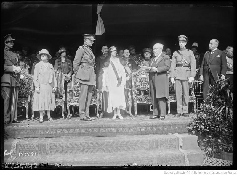 1927. Открытие монумента Неизвестному солдату (Laeken, duc de Brabant, Henriette Poincaré, Albert Ier, la reine des Belges, Raymond Poincaré, le comte de Flandre)