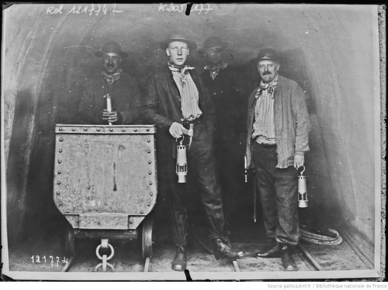 1927 г. В шахте