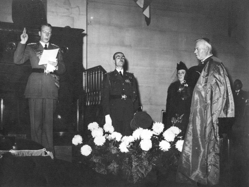 Присяга. Шарль, ?, королева Елизавета, кардинал Van Roey