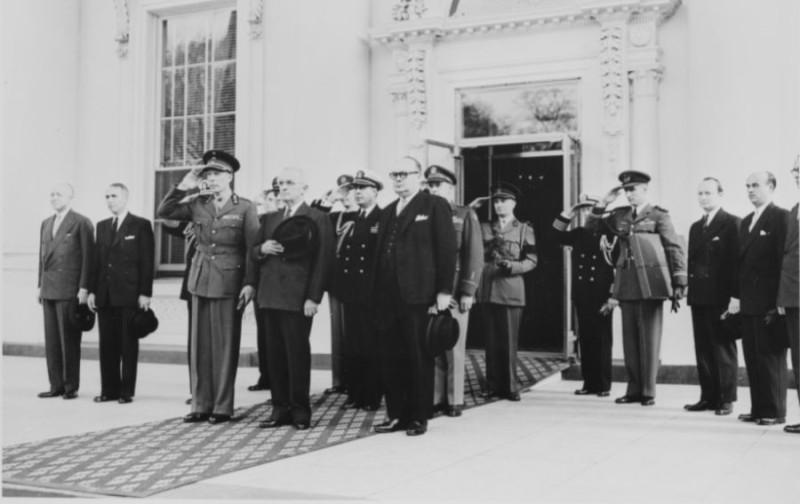 Визит в Белый дом. Президент США Трумэн и принц Шарль, 6 апреля 1948 года