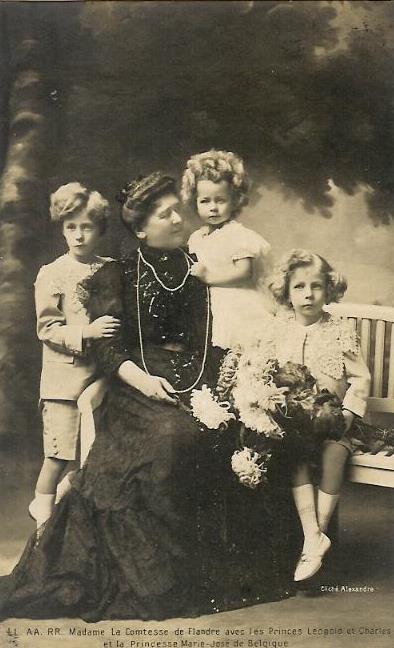 Шарль, его брат и сестра с бабушкой, графиней Фландрской