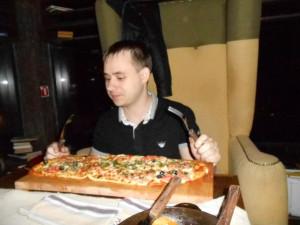 серёжа с пиццей