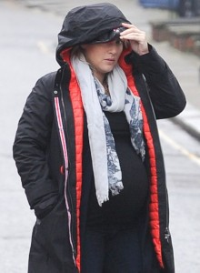 pregnant-kate-winslet-plays-peek-a-boo-with-her-hood-06