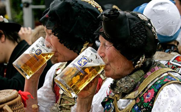 elderly_beer_germany