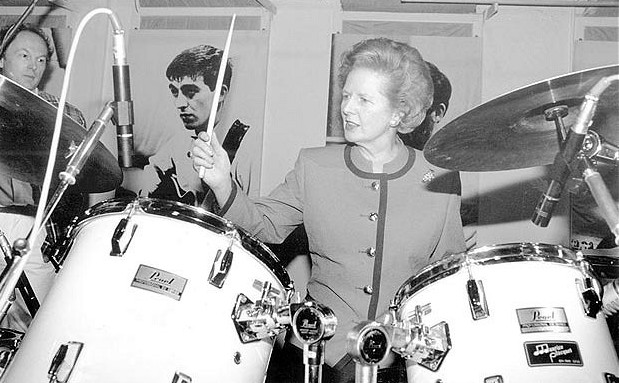 Margaret_Thatcher_bangs_the_drums