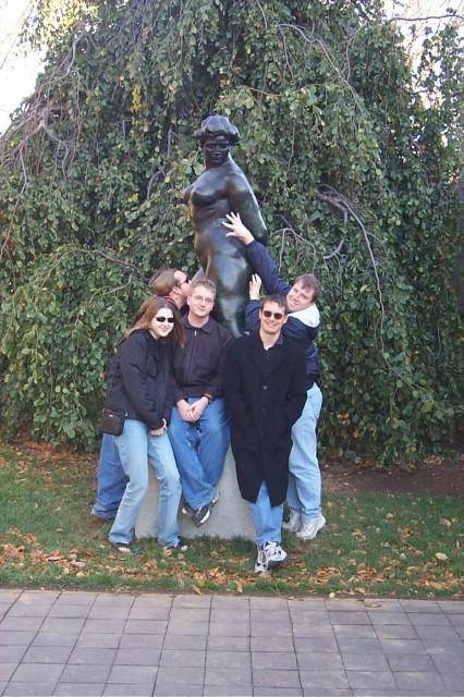oldskool farkers molesting a statue