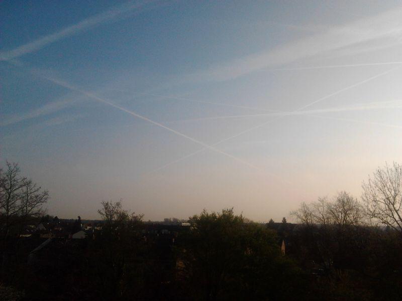 Небо в следах