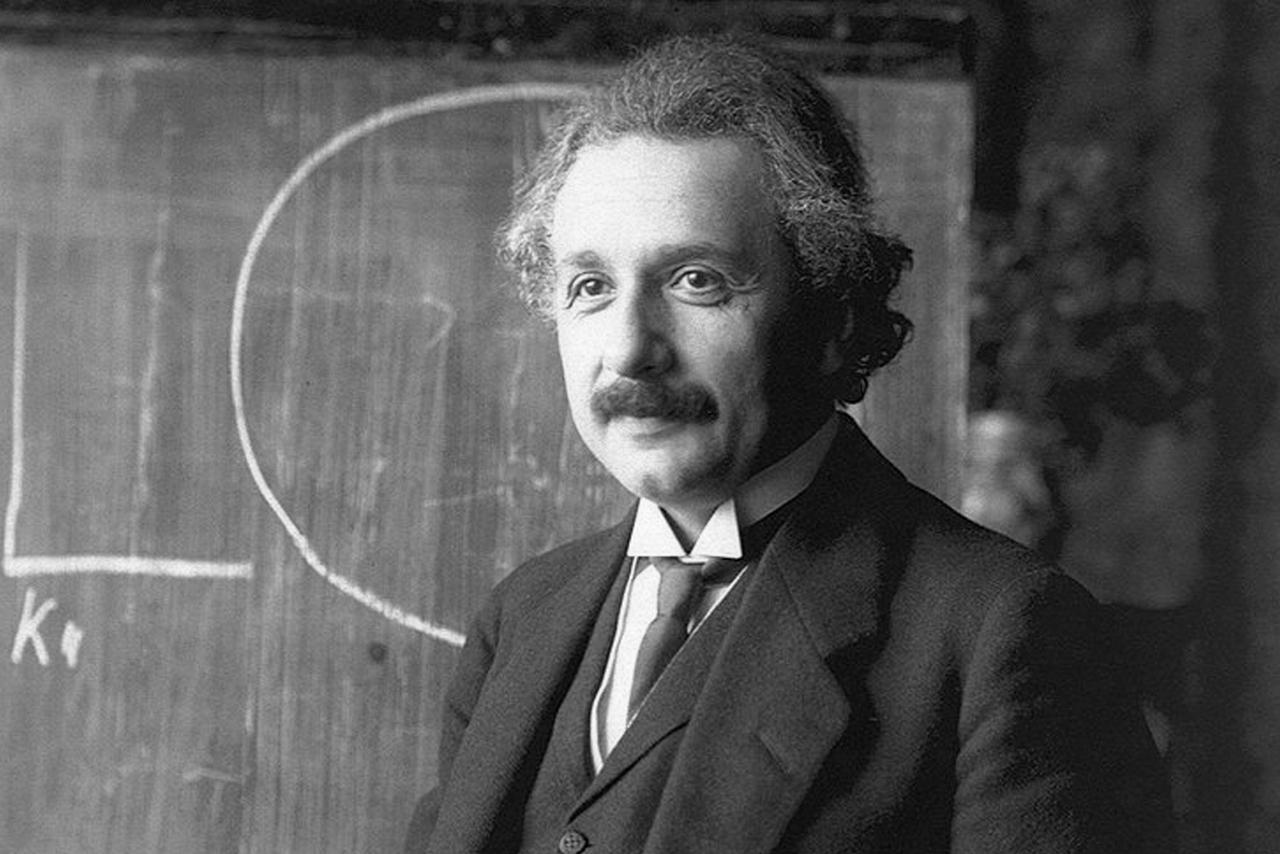 Альберт Эйнштейн — один из авторов теории относительности (1921 год)