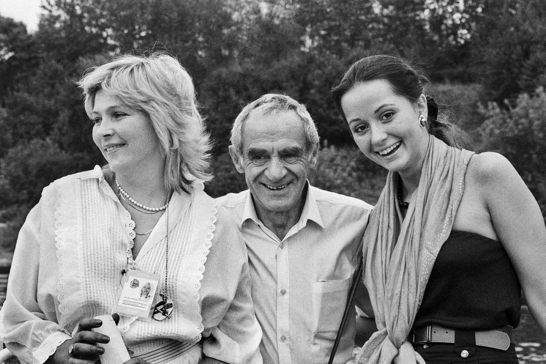 На фото: Елена Драпеко, Зиновий Гердт и Ольга Кабо, 1989 год