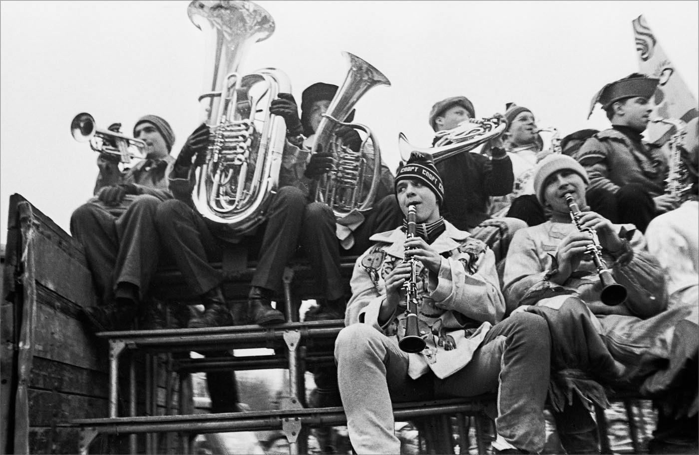 1987. Духовой оркестр в Парке Горького. 11 марта