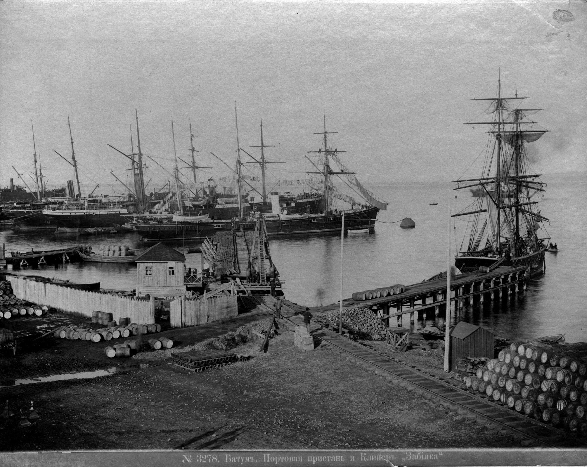 Портовая пристань и клипер «Забияка»