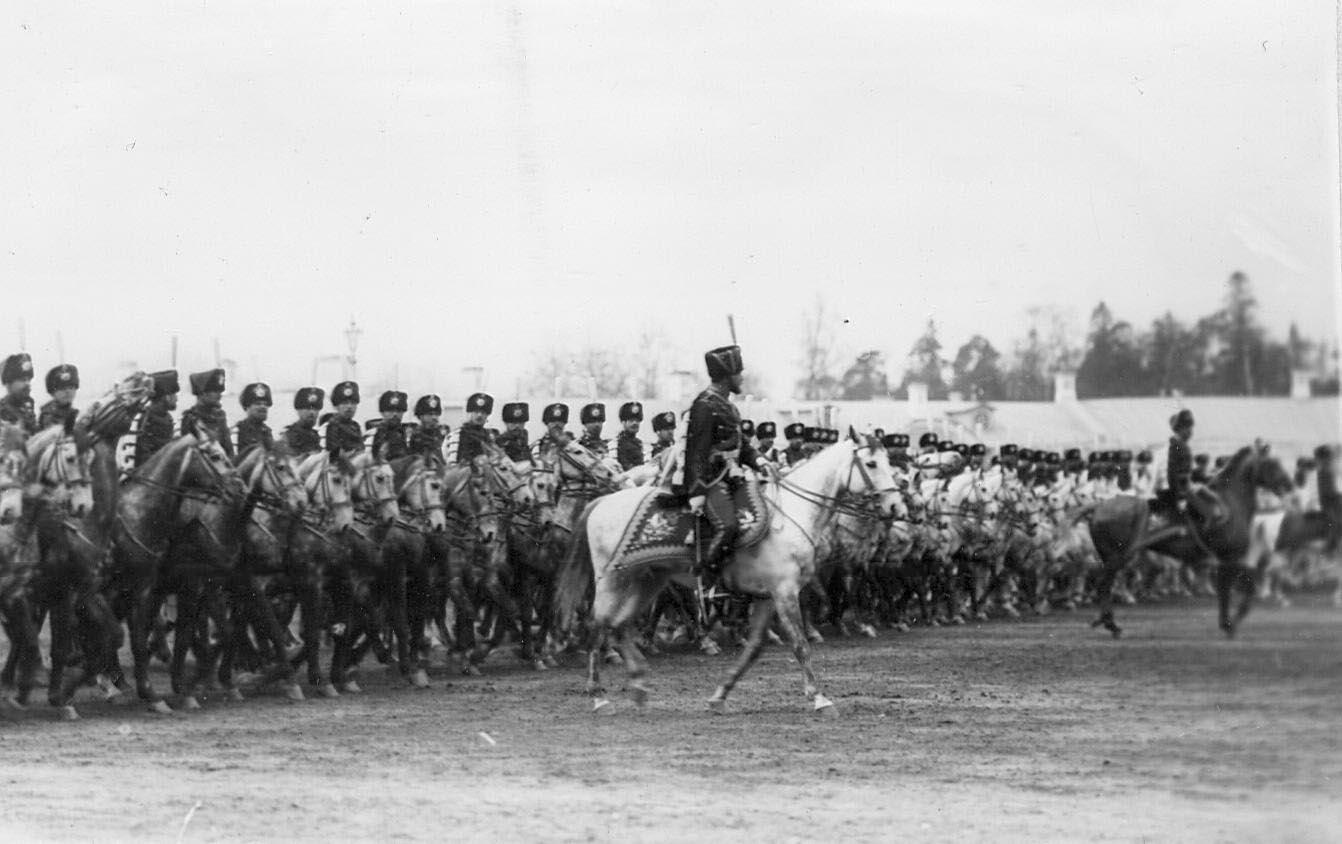 1912. Подразделения лейб-гвардии Гусарского его величества полка на параде войск в Царском селе. 7 мая