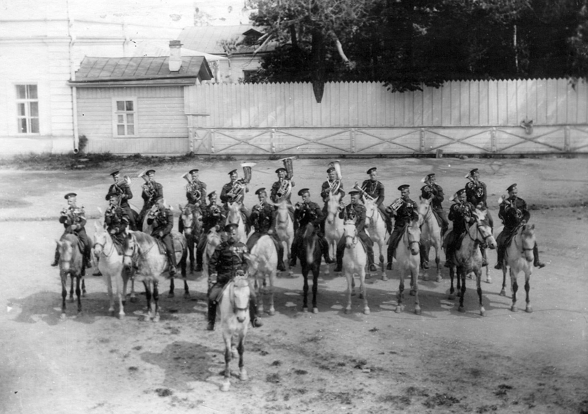 1913. Хор трубачей полка