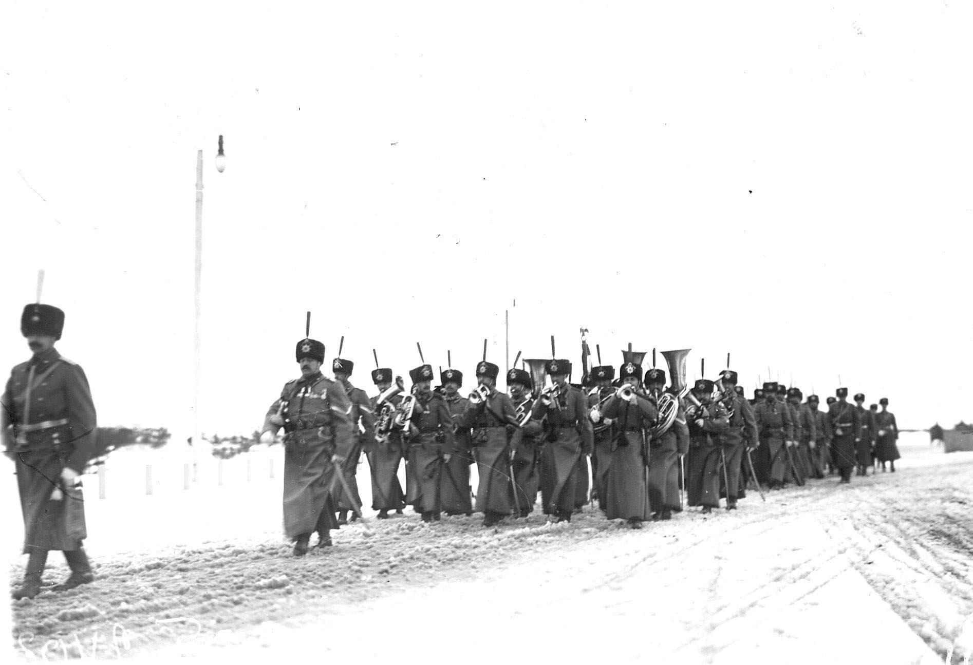 1913. Эскадрон и хор трубачей полка в пешем строю