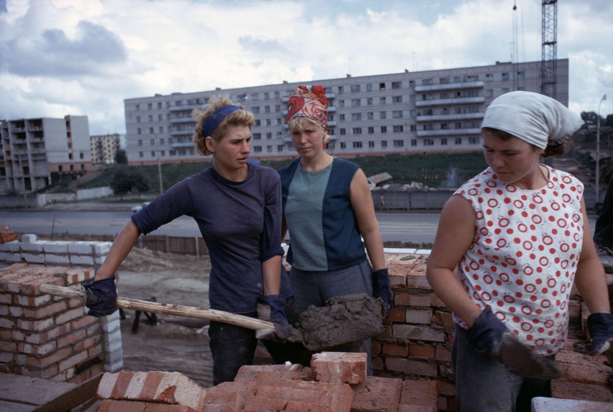 1967. Новосибирск. Строительство дома 85 по Красному проспекту