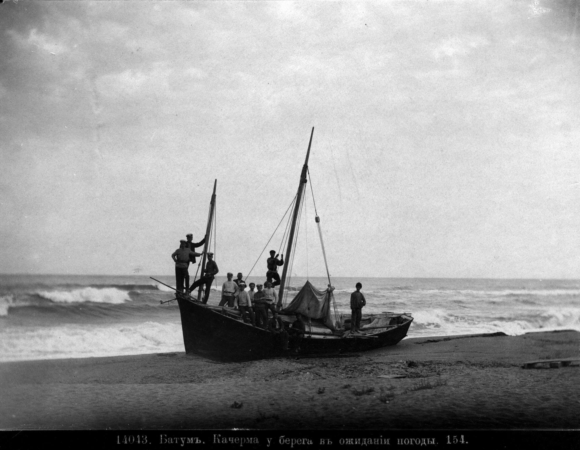 Качерма у берега в ожидании погоды
