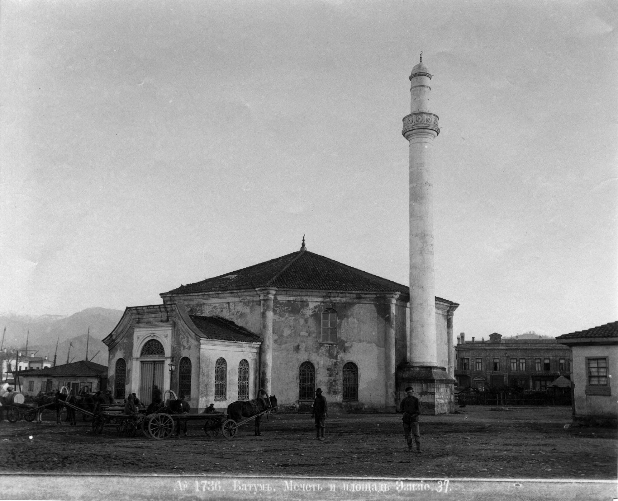 Мечеть и плошадь Эзизие