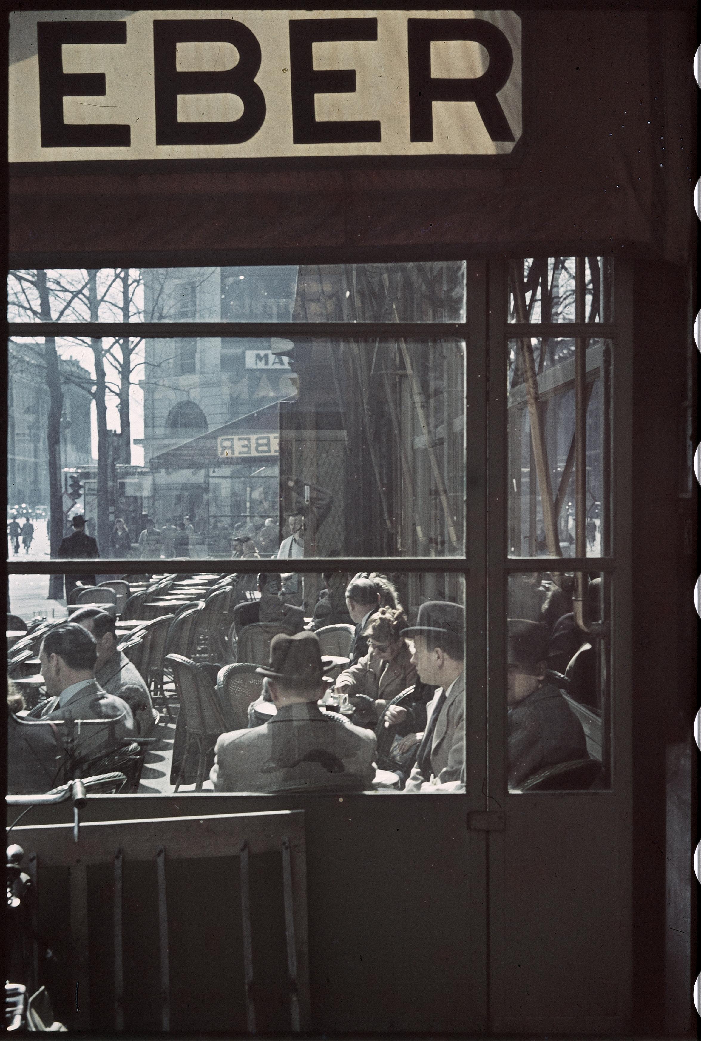 Стеклянная терраса в кафе Вебера